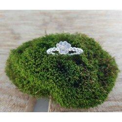 Srebrny pierścionek łapka z cyrkoniami i sercem